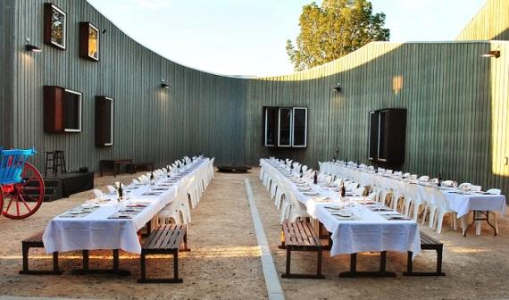 cobbco-dinnerincourtyard-2103